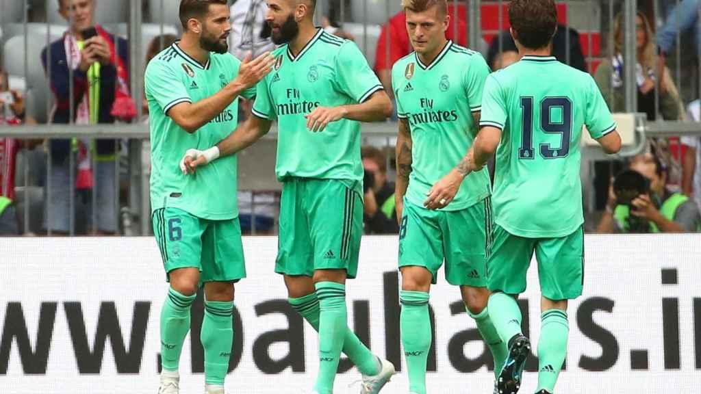 Los jugadores del Real Madrid celebran el segundo gol al Fenerbahce