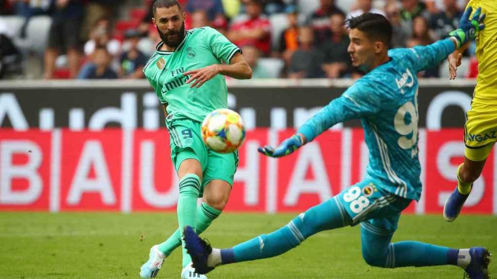 Benzema supera a Bayindir y marca su tercer gol