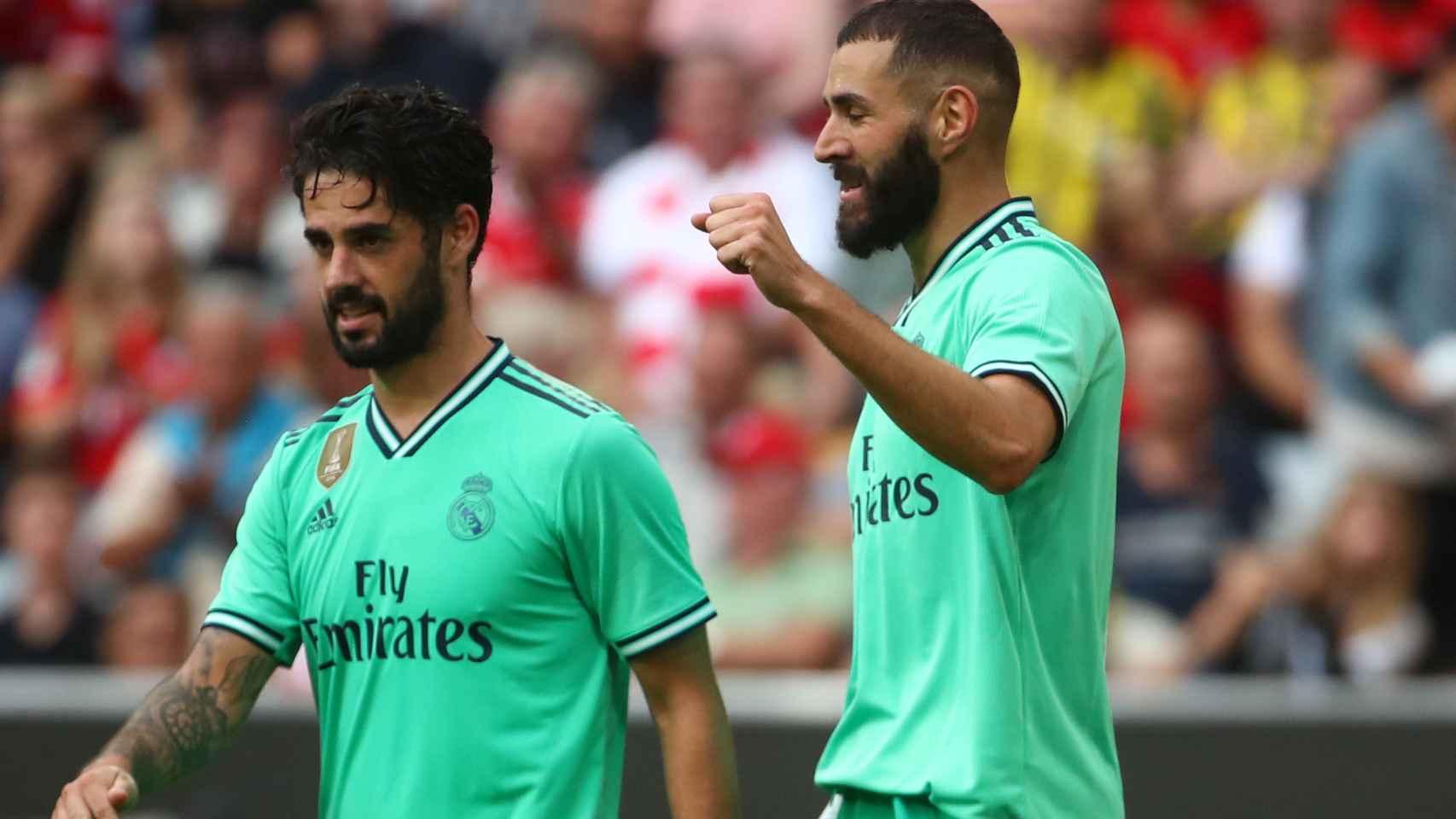 Benzema celebra su tercer gol al Fenerbahce