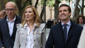 Ana Beltrán  junto a el líder del PP, Pablo Casado, en Pamplona el pasado abril.