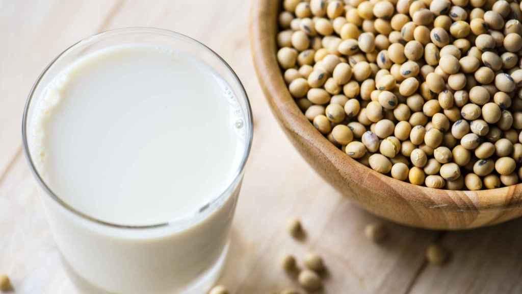 Un vaso de leche enriquecida con fibra.