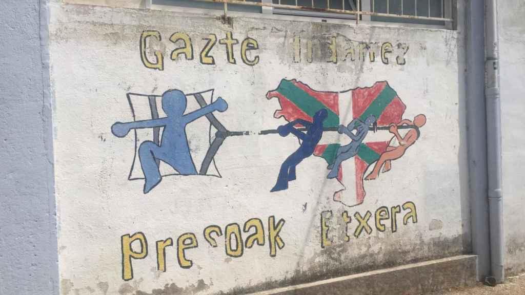 Las pintadas abundan por todo el municipio