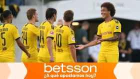 Los jugadores del Borussia Dortmund celebran un gol