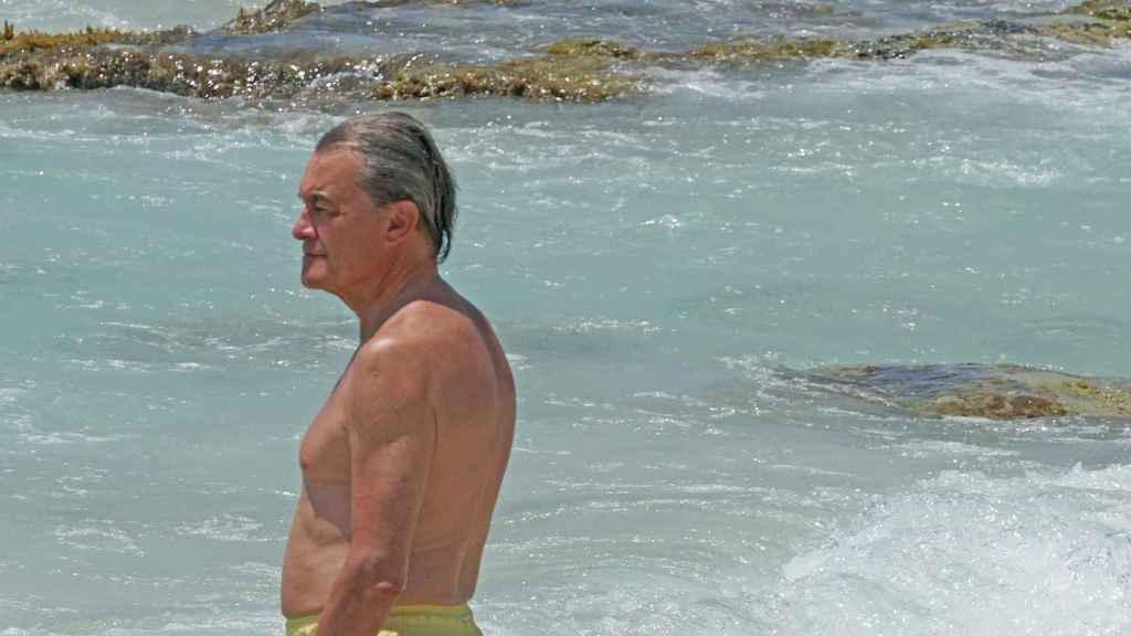 El expresident catalán Artur Mas, en una playa de Formentera.