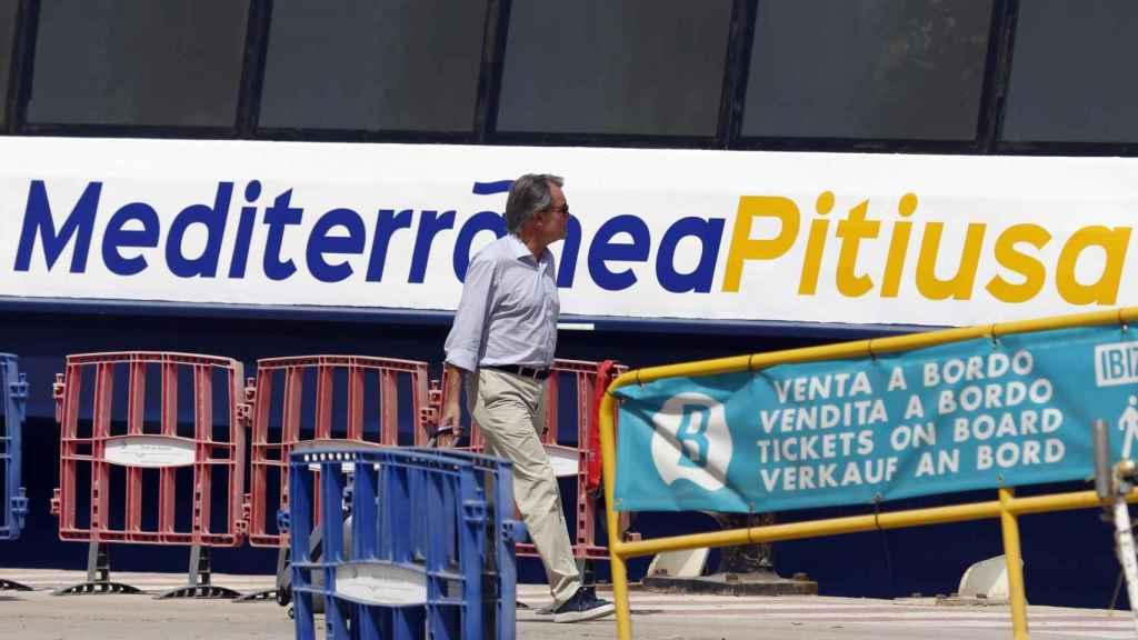 Artur Mas, embarcando en el ferry entre Menorca y Formentera.