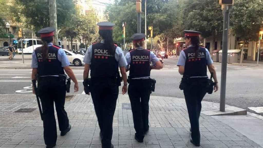 Mujeres agentes de los Mossos d'Esquadra.