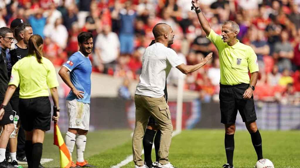 Guardiola, amonestado en el partido de la Community Shield entre el City y el Liverpool