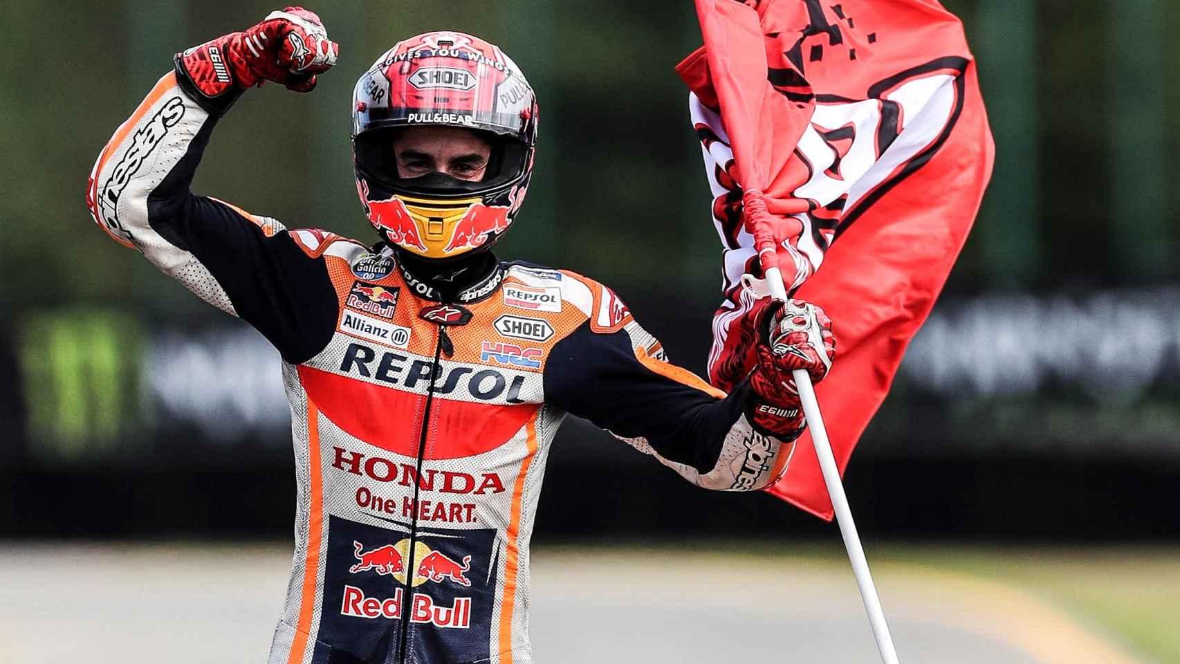 Marc Márquez celebra su victoria en el Gran Premio de la República Checa, en el circuito de Brno.