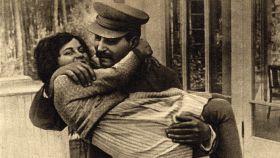Joseph Stalin y su hija Svetlana Alilúyeva (1935).