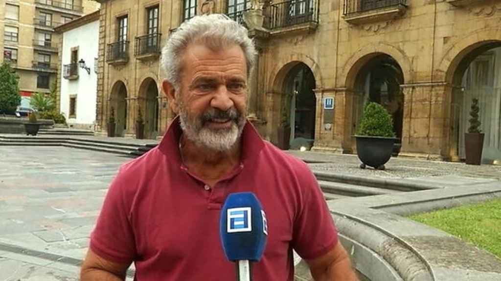 Mel Gibson durante una entrevista con la televisión autonómica asturiana.