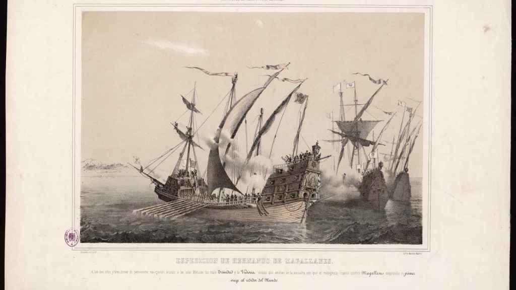 Grabado de las naos 'Trinidad' y 'Victoria' avistando las Molucas.