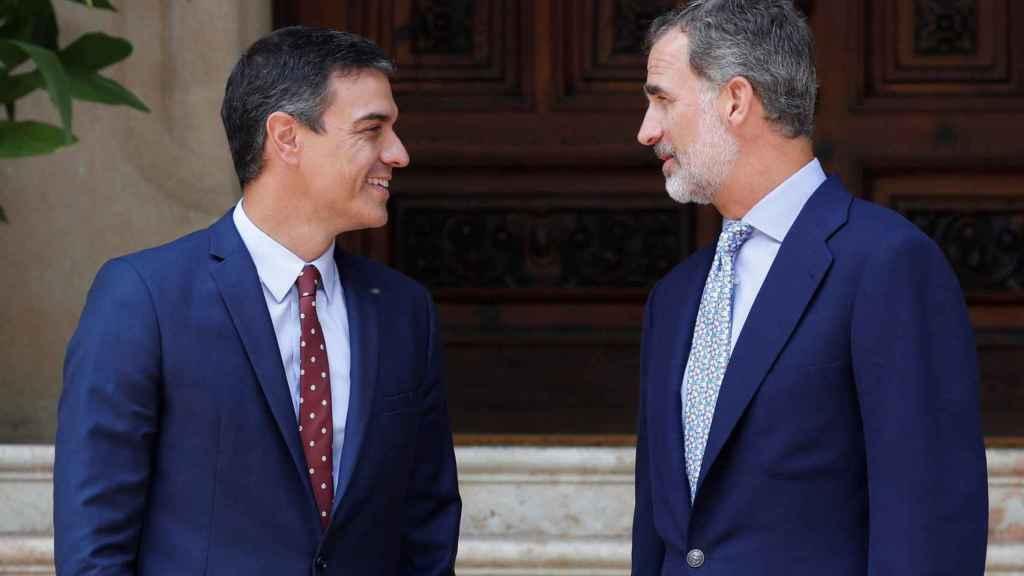 Pedro Sánchez y Felipe VI, en Marivent.