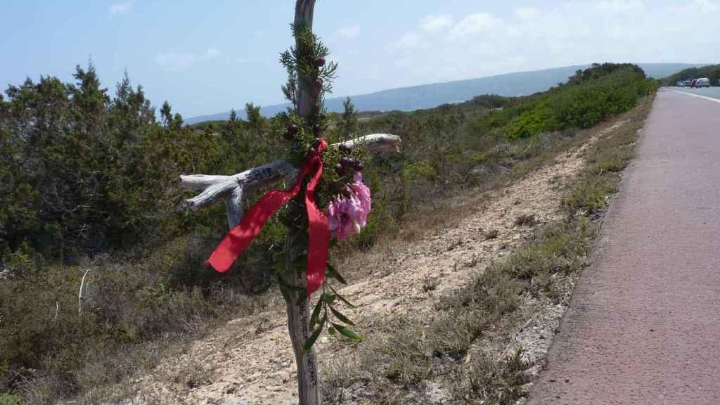 Homenaje que han hecho a Sofía y Mathieu, los dos fallecidos en el accidente durante la madrugada del pasado lunes.