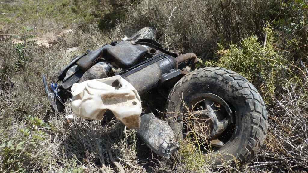 En la imagen, la Piaggio de la argentina destrozada después del accidente en la PM- 820