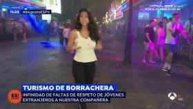Turistas ebrios acosan a una reportera de 'Espejo Público' durante un reportaje