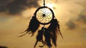 Un cazador de sueños deja pasar solo los sueños y visiones positivas