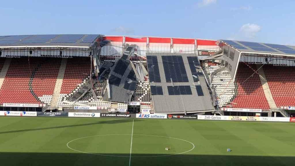 El estadio del AZ Alkmaar, destrozado por el viento. Foto: Twitter (@AZAlkmaar)