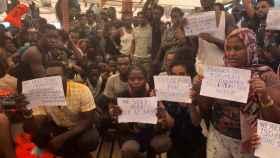Los rescatados del 'Open Arms' reclaman a Europa un puerto donde desembarcar