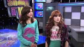 Zendaya (izquierda) y Bella Thorne (derecha) en 'Shake It Up'.