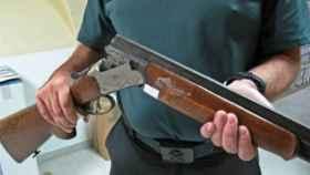 Un guardia civil sostiene una escopeta. Imagen de recurso.