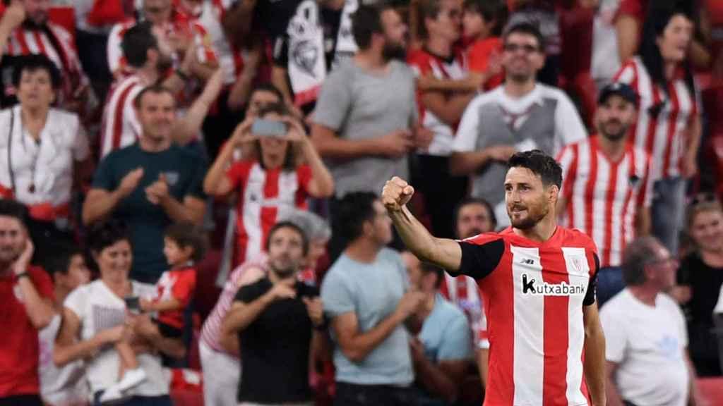 Aritz Aduriz celebra su gol contra el Barcelona
