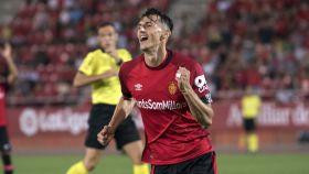 Ante Budimir celebra un gol del Mallorca durante la pretemporada