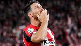 Aduriz celebrando su gol al Barça