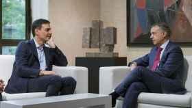 Pedro Sánchez, en una reunión con Íñigo Urkullu.