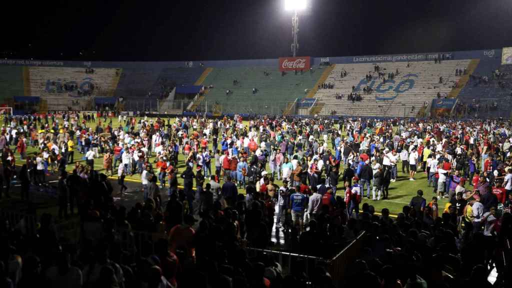Tres muertos y doce heridos en el clásico de Honduras
