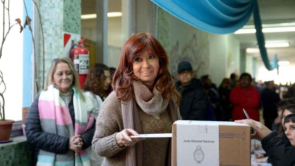 Cristina Fernández de Kirchner, votando en los últimos comicios.
