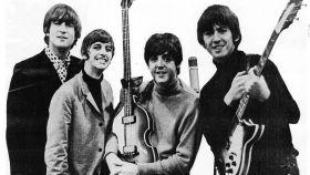 The Beatles en 1965, celeebrando el Grammy que ganaron.
