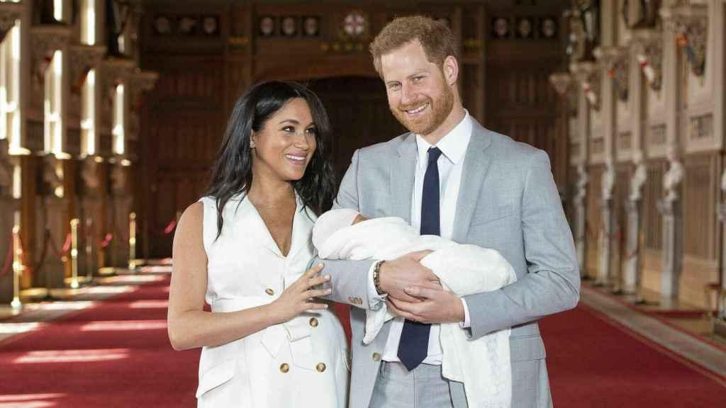 Los duques de Sussex junto a su pequeño Archie.