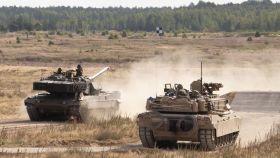 Carro de combate español junto a uno de EEUU en el ejercicio.