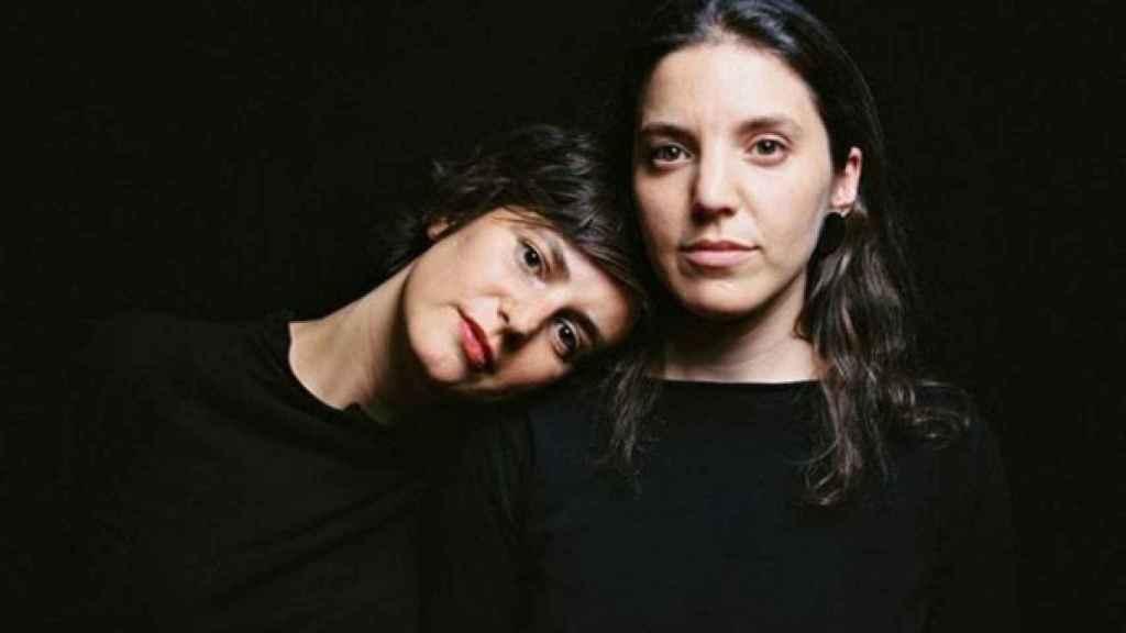 Elena Zapico, a la derecha, con su compañera Raquel Buj, a la izquierda.