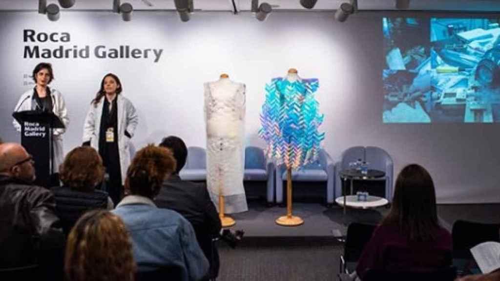 Las dos diseñadoras en una de las presentaciones de su proyecto.