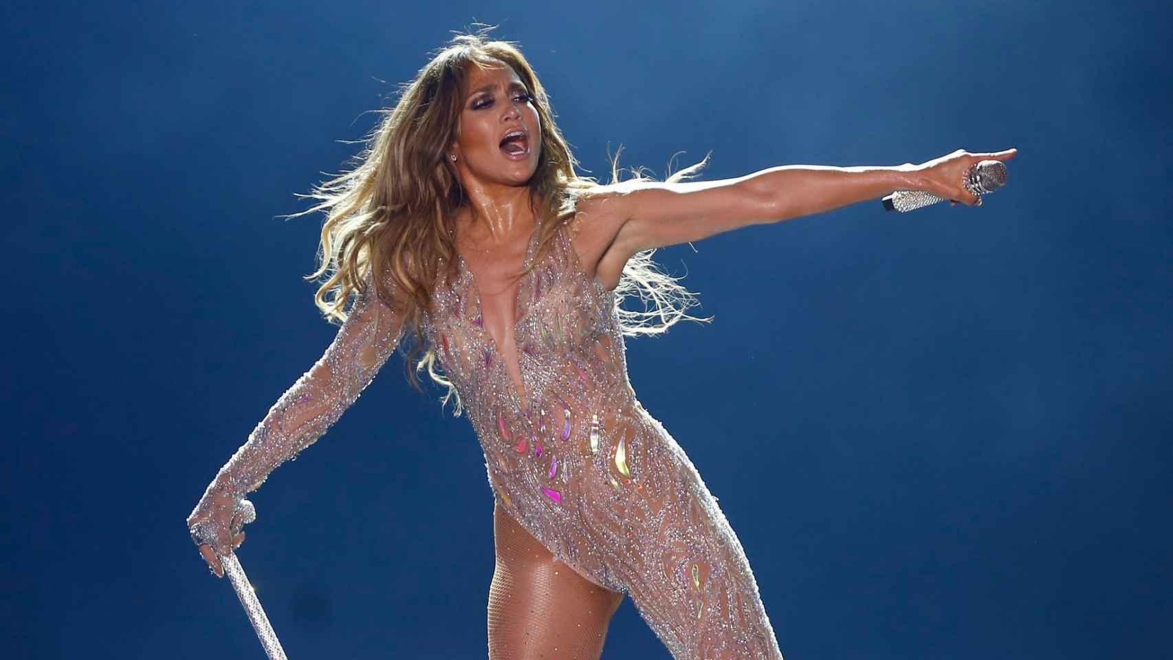 El abogado egipcio asegura que la artista actuó desnuda en Egipto.