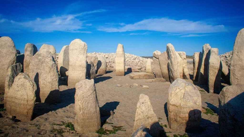 El monumento megalítico de Guadalperal está visible en su totalidad a causa de la sequía.