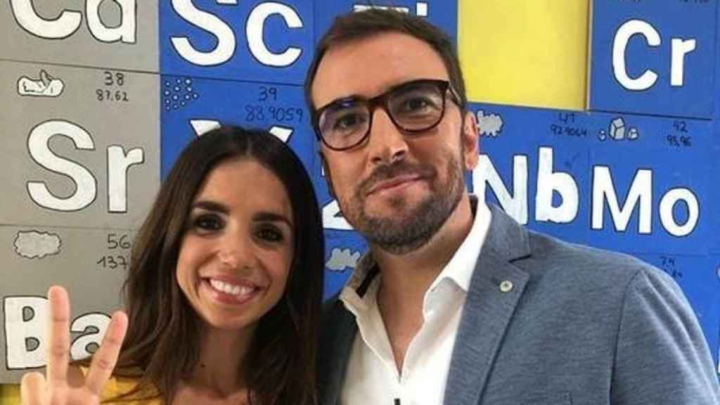 Ricardo Altable junto a Elena Furiase en un 'impasse' de la grabación.