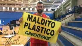 Marc Gasol se suma a la campaña contra el plástico de Greenpeace. Foto: Greenpeace