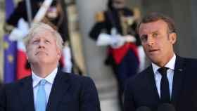 Boris Johnson y Emmanuel Macron en su primer encuentro desde el cambio de 'premier' en Reino Unido.