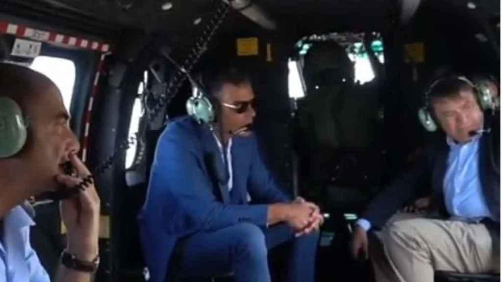 Pedro Sánchez en el helicóptero sobrevolando Gran Canaria.