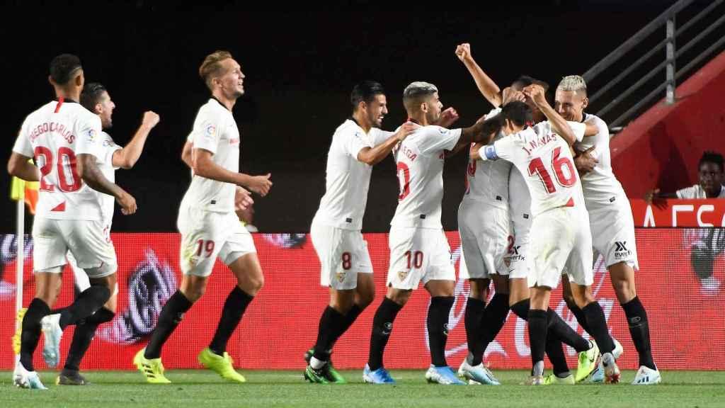 El Sevilla gana por la mínima al Granada y ya es líder en Liga