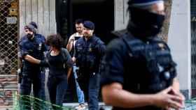 Operativo de los Mossos contra un narcopiso de Barcelona.