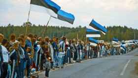 Ciudadanos estonios formando la Cadena Báltica el 23 de agosto de 1989.