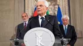 El presidente italiano, Sergio Mattarella comparece ante la prensa.