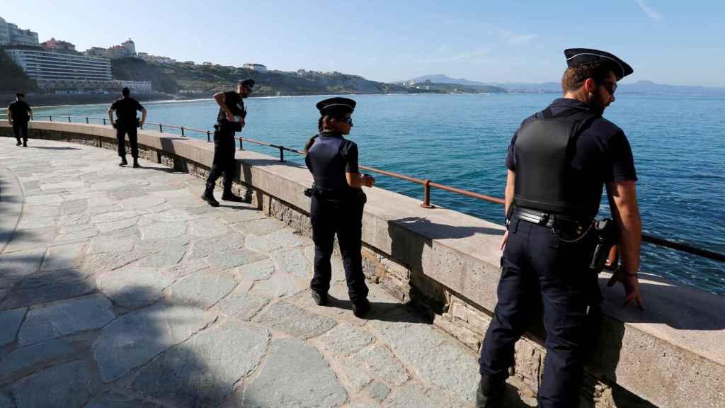 Agentes velan por la seguridad de los principales líderes mundiales en Biarritz.