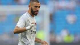 Benzema, en el calentamiento previo al Real Madrid - Valladolid
