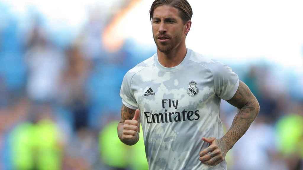 Sergio Ramos, durante el calentamiento del Real Madrid en el Santiago Bernabéu