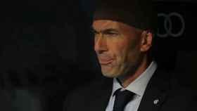 Zinedine Zidane, en el banquillo del Santiago Bernabéu