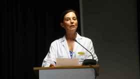 Lucía Alonso, gerente de Quirónsalud, durante la lectura del parte médico del Rey Emérito.